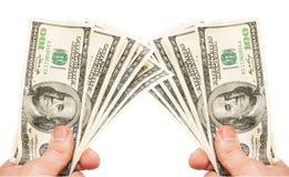 Руки человека с примечаниями долларов США Стоковые Изображения RF