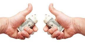 Руки человека с примечаниями долларов США Стоковое Фото