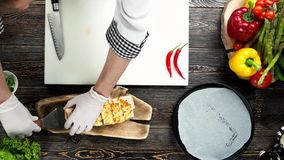 Руки шеф-повара, буррито сток-видео