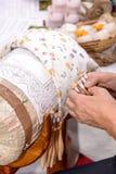 Руки шнурка катушкы на работе Стоковая Фотография
