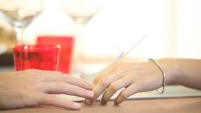 Руки любовников видеоматериал
