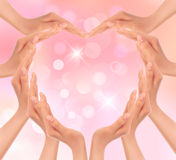 Руки делая сердце. Предпосылка дня Валентайн. Стоковая Фотография RF