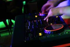 Руки DJ Стоковая Фотография