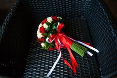 руки groom невесты букета bridal Букет невесты Стоковое Изображение