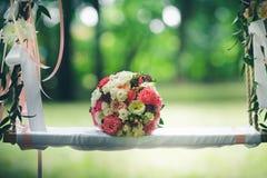 руки groom невесты букета bridal Стоковые Фотографии RF