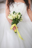руки groom невесты букета bridal Стоковое фото RF