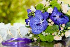 руки groom невесты букета bridal Стоковые Фото