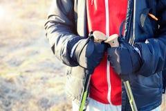 Руки hiker людей с поляками закрывают вверх Стоковые Фото