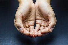 Руки ` s женщины, руки голодного Стоковая Фотография