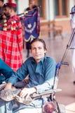 Руководитель волынки и барабанщика и музыки представления в Railw Стоковая Фотография