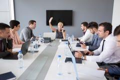Руководитель женщины на телефоне разрешает проблему Стоковое Изображение RF