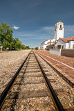 Руководство железнодорожных путей за депо пригородного поезда Стоковые Фото