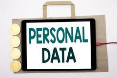 Рукописный текст показывая личные данные Сочинительство концепции дела для предохранения от цифров написанного на хозяйственной с Стоковые Фотографии RF