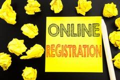 Рукописный текст показывая регистрацию онлайн Сочинительство концепции дела для имени пользователя интернета написанного на липко стоковая фотография
