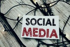 Рукописный титр текста показывая социальные средства массовой информации Сочинительство концепции дела для средств массовой инфор стоковое фото