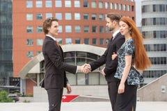 Рукопожатие 2 бизнесменов Стоковое Фото