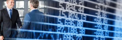 Рукопожатие дела с голубым переходом диаграммы финансов Стоковая Фотография RF