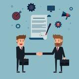 Рукопожатие и контракт бизнесмена к знаку на бумаге согласования Стоковое Изображение