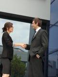 Рукопожатие между деловыми партнерами Стоковые Изображения RF