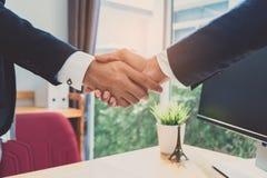 Рукопожатие партнерства офиса Стоковое Изображение