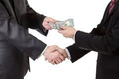 Рукопожатие с деньгами Стоковое Фото