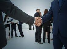 Рукопожатие люди бизнес-группы Сыгранность Стоковые Изображения RF