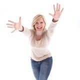 рукоятки смеясь над outstretched шаловливой женщиной стоковое изображение rf