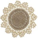 Рук-связанная linen салфетка таблицы Стоковое Фото
