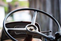 Рулевое колесо трактора, старое рулевое колесо Стоковые Фотографии RF