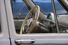 Руль античного автомобиля стоковая фотография