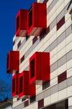 РУМЫНИЯ, БУХАРЕСТ, февраль 2016 - покинутое офисное здание рядом с парком Кэрола Стоковые Изображения RF
