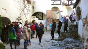 РУМЫНИЯ, ОТРУБИ, 25-ое июля 2016, туристы ища сувениры от отключения, замок отрубей в предпосылке акции видеоматериалы