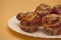 Румяные торты с семенами сезама Стоковое Изображение RF