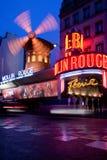 Румян Moulin в Париже стоковые фотографии rf