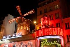 Румян Moulin к ноча, стоковые фото