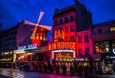 Румян Moulin к ноча стоковое фото rf