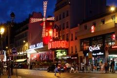 Румян Moulin на Бульваре de Clichy стоковая фотография rf