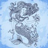 Русалка с красивыми волосами, цветками и бутонами Татуировка ART Картина Ретро знамя, приглашение, карточка, резервирование утиля иллюстрация штока
