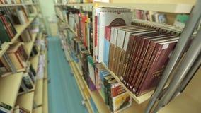 Русская библиотека, книжные полки, справа налево видеоматериал