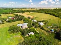 Русская деревня сфотографированная от воздуха стоковые фото