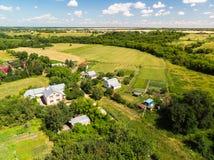 Русская деревня сфотографированная от воздуха стоковое изображение