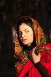 Русская девушка в национальных головных платках Стоковое Изображение RF