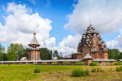 Русская деревянная церковь заступничества Стоковое Изображение RF
