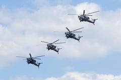 Русская муха вертолета военновоздушной силы Mi-28 над красной площадью Стоковые Фотографии RF