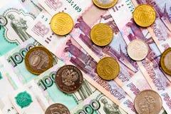 Русская предпосылка денег Рубли банкнот и монеток Стоковое Фото