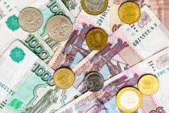Русская предпосылка денег Рубли банкнот и монеток Стоковое Изображение