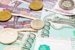 Русская предпосылка денег Рубли банкнот и монеток Стоковые Изображения RF