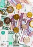 Русская предпосылка денег Рубли банкнот и монеток Стоковая Фотография