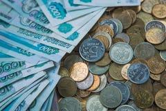 Русская рублевка представляет счет состав, различные банкноты и монетки Стоковое Фото