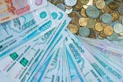 Русская рублевка представляет счет состав, различные банкноты и монетки Стоковые Изображения RF